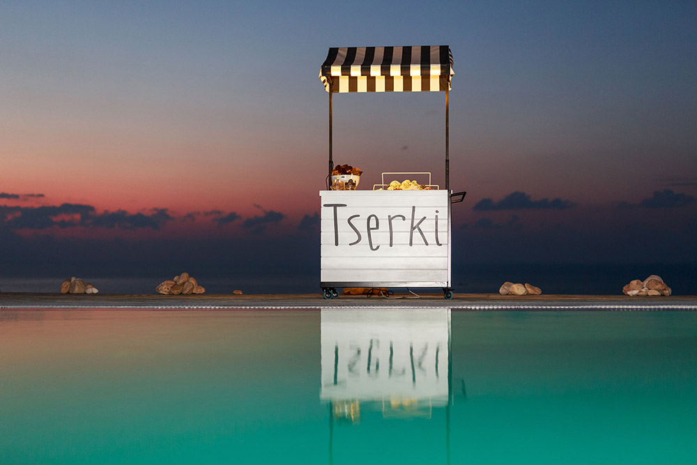 coffee and patisserie tserki paros ice cream cart